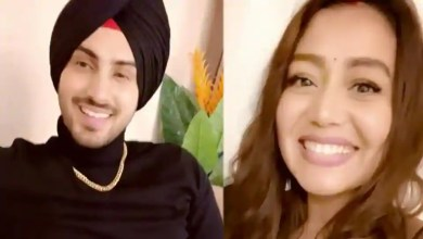 Neha Kakkar goes 'awww' as Rohanpreet Singh sings for her, says 'I love you baby'. Watch – music