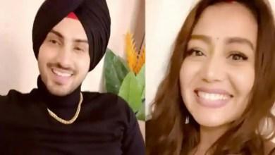 Neha Kakkar goes 'awww' as Rohanpreet Singh sings for her, says 'I love you baby'. Watch – music