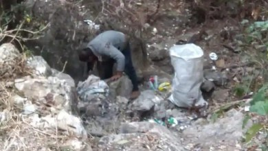 Volunteers clean up area around waterfall in Uttarakhand, people applaud them – it s viral