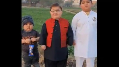 Watch: Kid who went viral for 'peeche dekho' stint shares New Year wishes. But someone else steals the show – it s viral