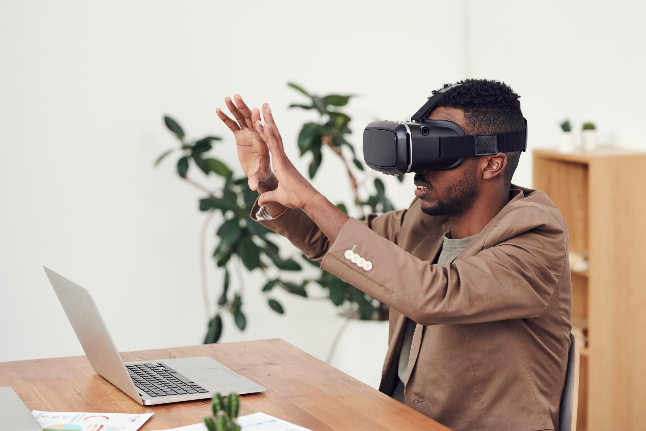 How You Can Leverage Augmented and Virtual Reality (AR and VR) to Provide Functional Opportunities in B2B