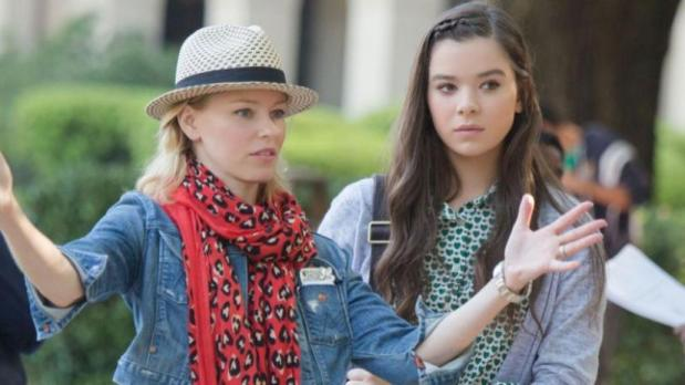 Elizabeth Banks as director and Hailee Steinfeld on the set of Pitch Perfect 2 via denofgeek.com