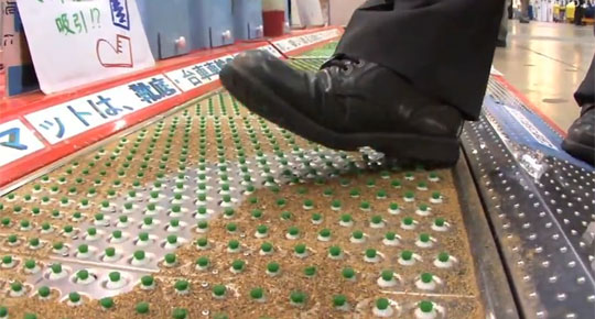 High Tech Suction Mat to Clean Shoe Soles [Video]