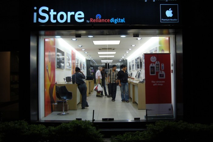 Iphone Sales in Inidia Up by 400% and Ipad Consumption growing in Double Digits