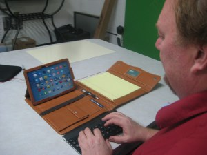 """Guru of Geek""  Marlo Anderson using tablet case from I Carry All"