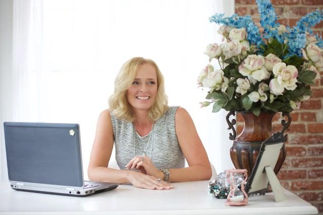 Michelle Ustaszeski Hutchinson Office