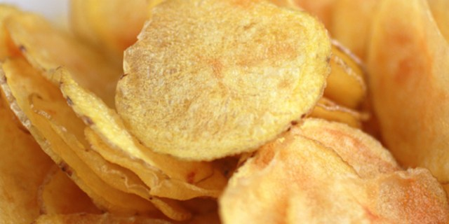 "<a href=""http://www.foodgal.com/2010/01/microwave-potato-chips-really/"">foodgal.com</a>"