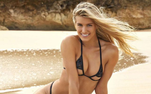 Eugenie Bouchard congratulated the fans on Valentine's Day (PHOTOS)