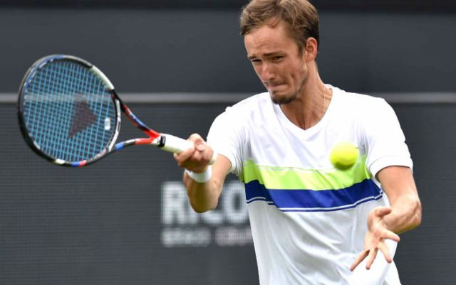 Daniil Medvedev will fight with Roger Federer in the fourth round of the tournament in Miami