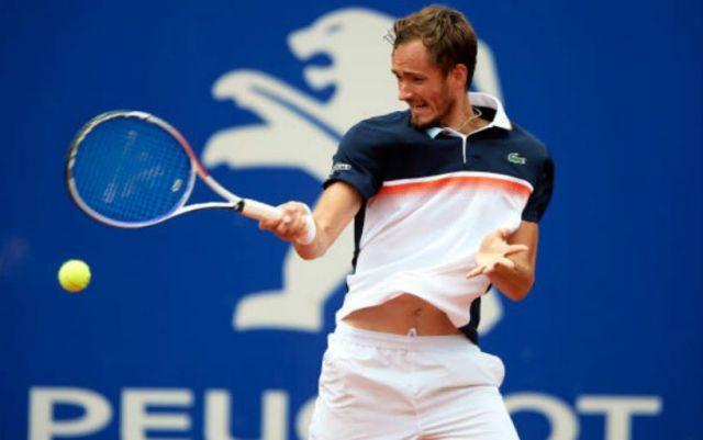 Daniil Medvedev won the quarterfinal match of the Barcelona tournament