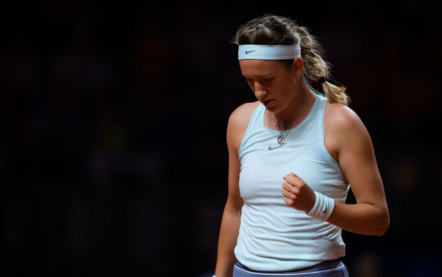 Victoria Azarenka: On the clay, practicing for about half an hour