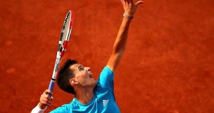 Dominic Thiem enters the third round of Roland Garros.