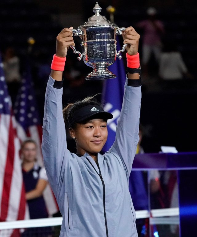 naomi osaka-with-us-open-cup