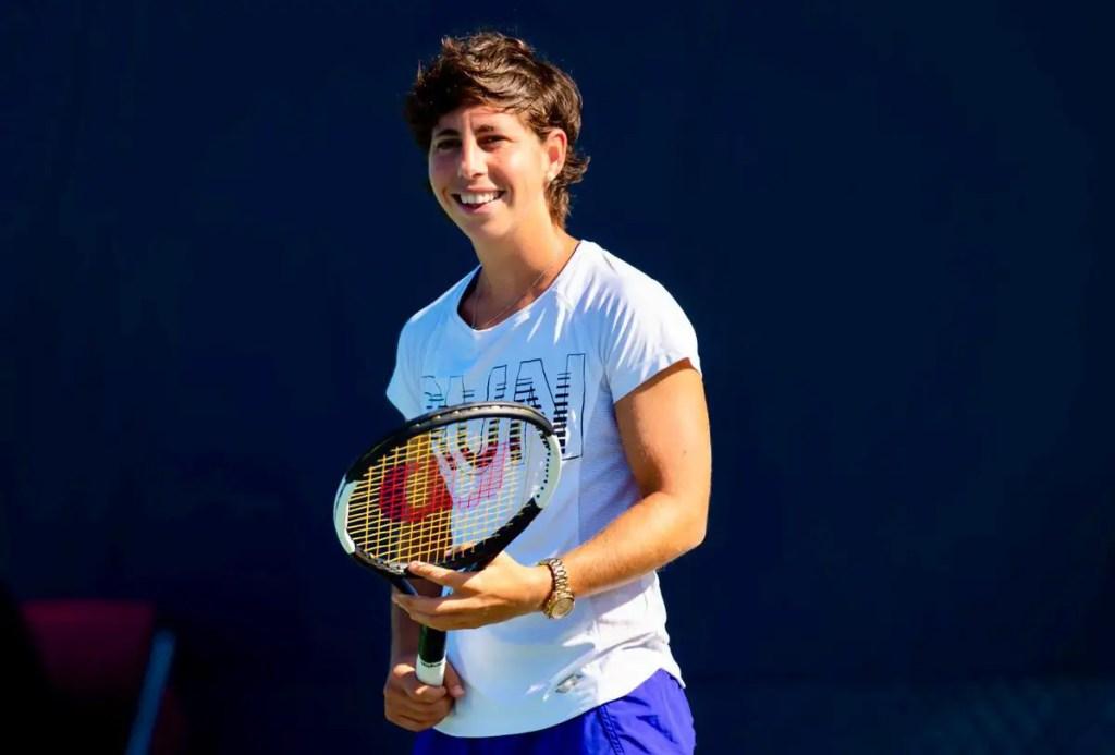Carla Suarez Navarro with racket