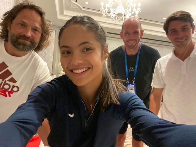 Emma Raducanu with the coaching team