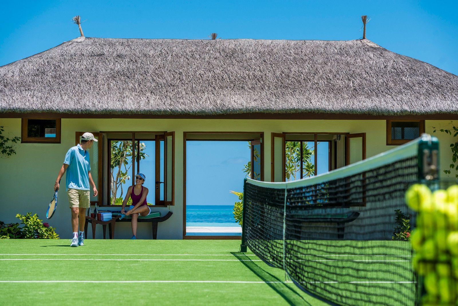 tennis-tourist-courtesy-kuda-huraa-maldives-four-seasons-tennis-courts