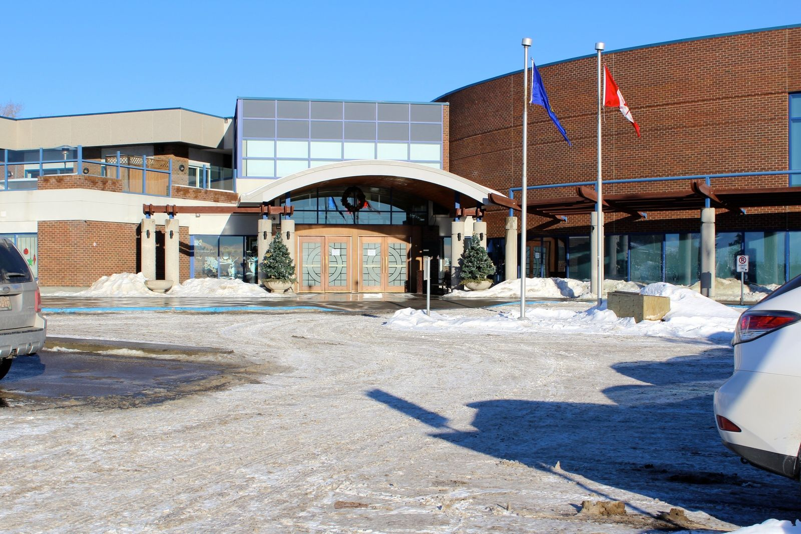 tennis-tourist-calgary-winter-club-entrance-wide-teri-church