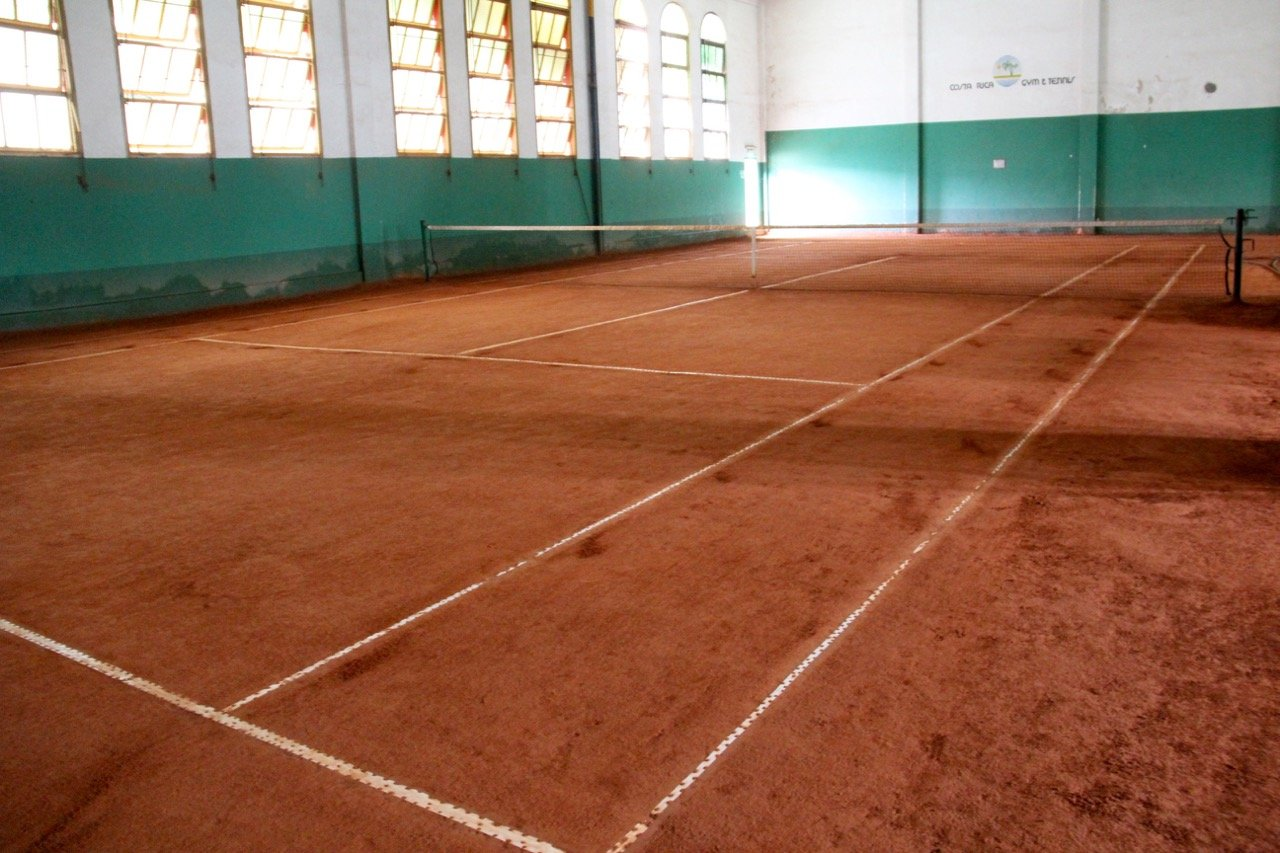 tennis-tourist-buenos-aires-argentina-evita-palermo-costa-rica-tennis-club-teri-church
