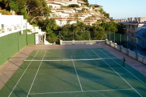tennis-tourist-tossa-de-mar-spain-hotel-don-juan-tennis-court-view-teri-church
