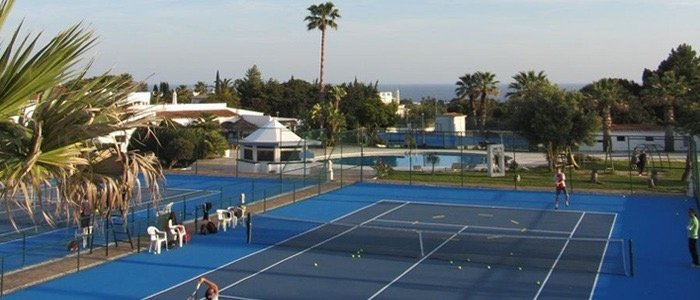 valdalapa-portugal-tennis-in-the-sun-tennis-court-palm-tree