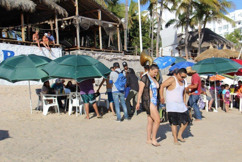 tennis-tourist-mazatlan-bar-teri-church