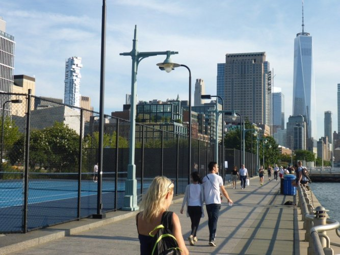 tennis-tourist-new-york-hudson-river-park-tennis-courts-river-path-skyline-teri-church