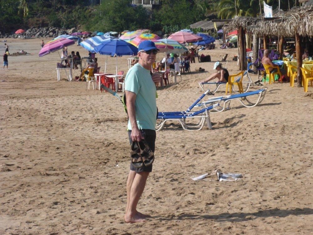 tennis-tourist-chicala-mexico-restaurant-bill-beach-teri-church