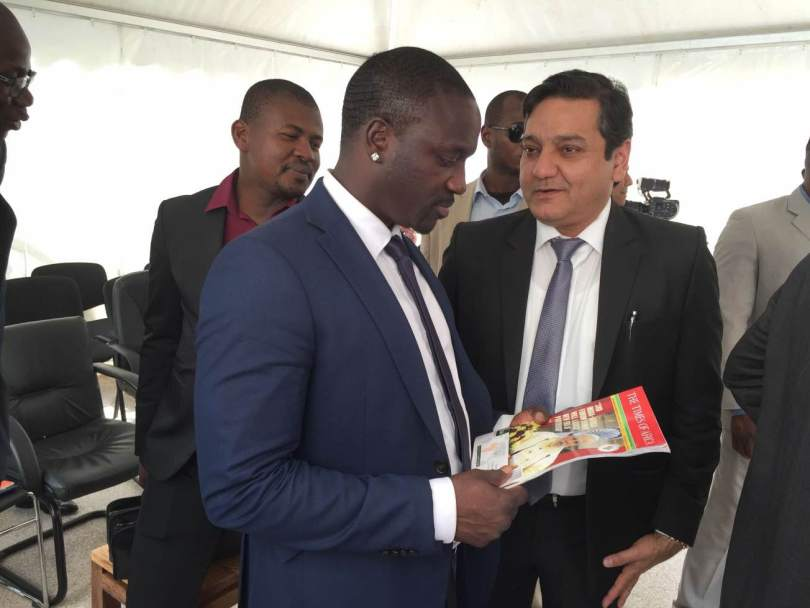 Mr Kirit Sobti Presenting the Times of Africa Magazine to the World Renowned Singer AKON in 2016