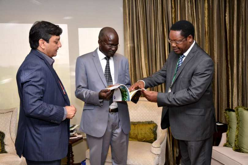Mr Kirit Sobti Presenting the Times of India Magazine to the Vice President of Burundi in 2015