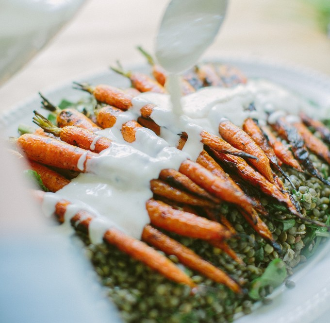 Grilled-Carrots-with-Horseradish-Yogurt-Sauce-over-Lentils-Happyolks-31-682x1024