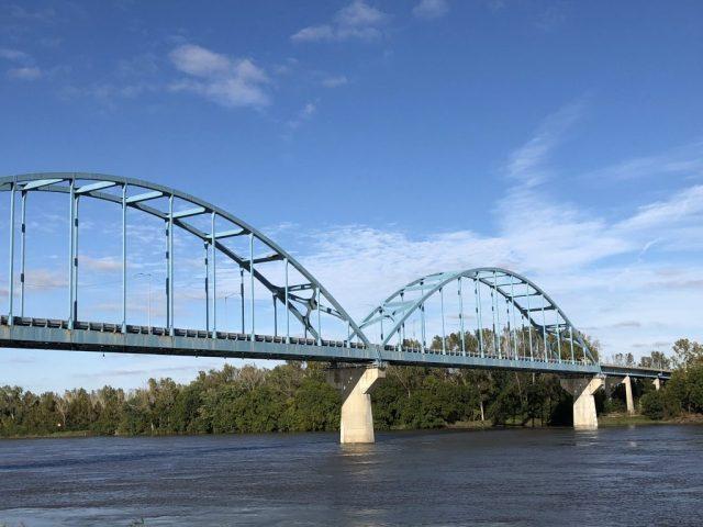 Bridge between Kansas and Missouri