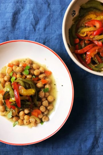 Chickpea stew with roasted peppers