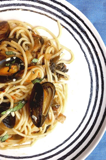 Pasta with aubergine and mussels