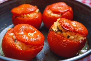 Stuffed tomatoes with risotto