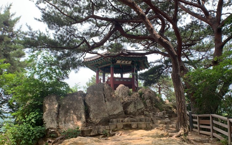 The rock with the best view to see in Buyeo