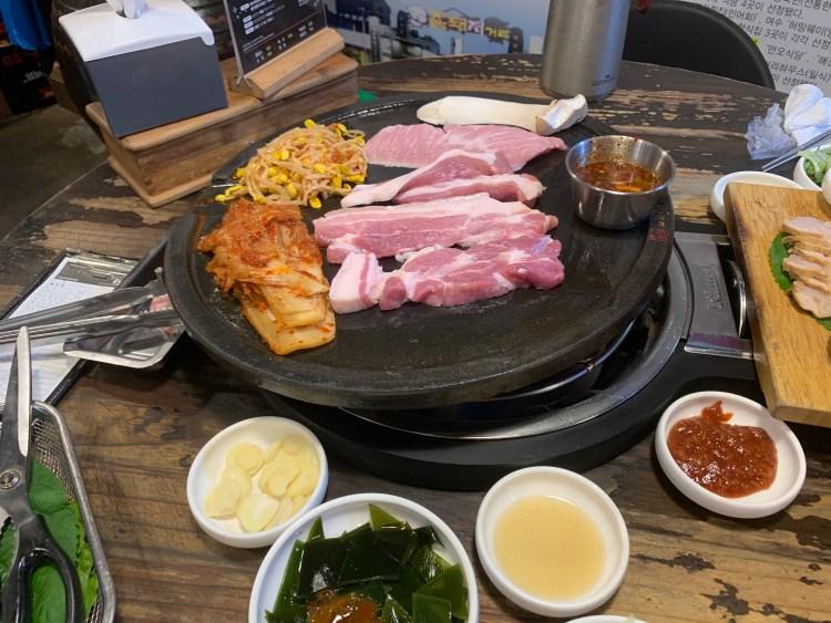 A black pork meat spread go in Korea