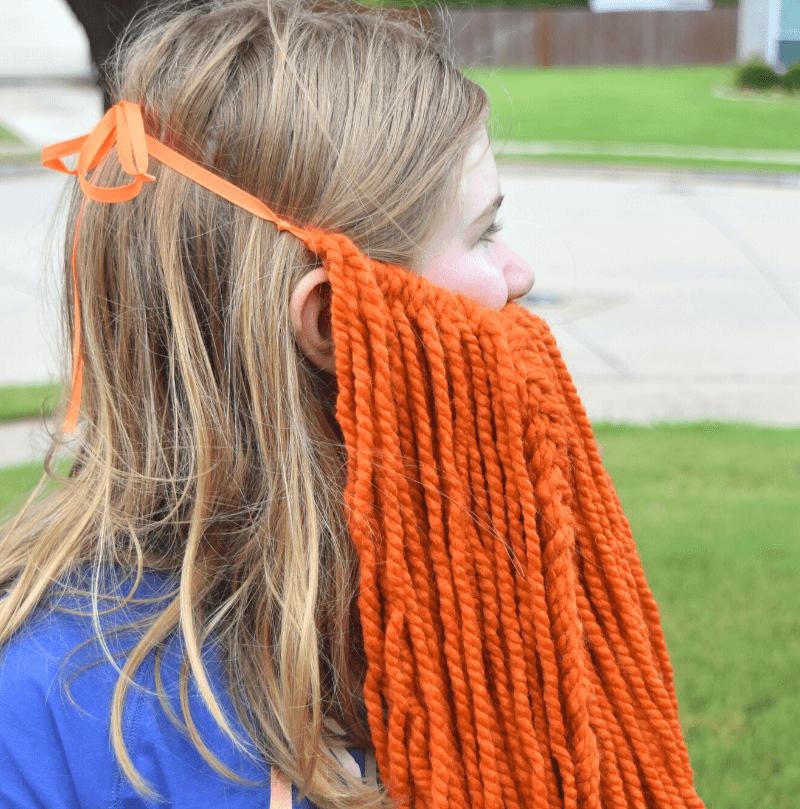 The side view of a yarn beard.