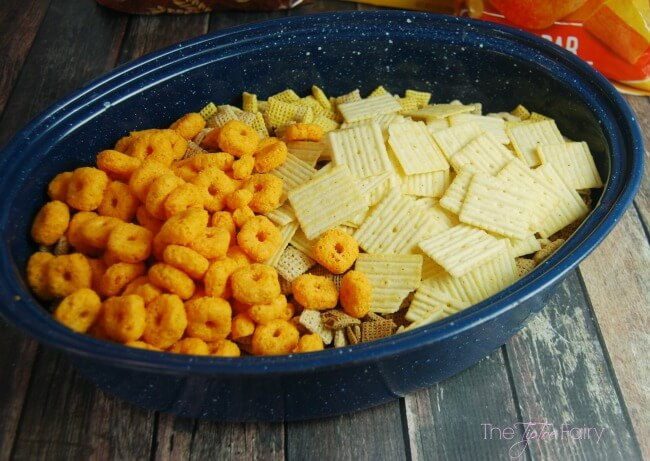 Make a DIY Basketball Bowl and fill it with Homemade Cheez-It Bacon Snack Mix for a fun game time snack! #BigGameSnacks #CRUNCHD #Ad @Walmart | The TipToe Fairy
