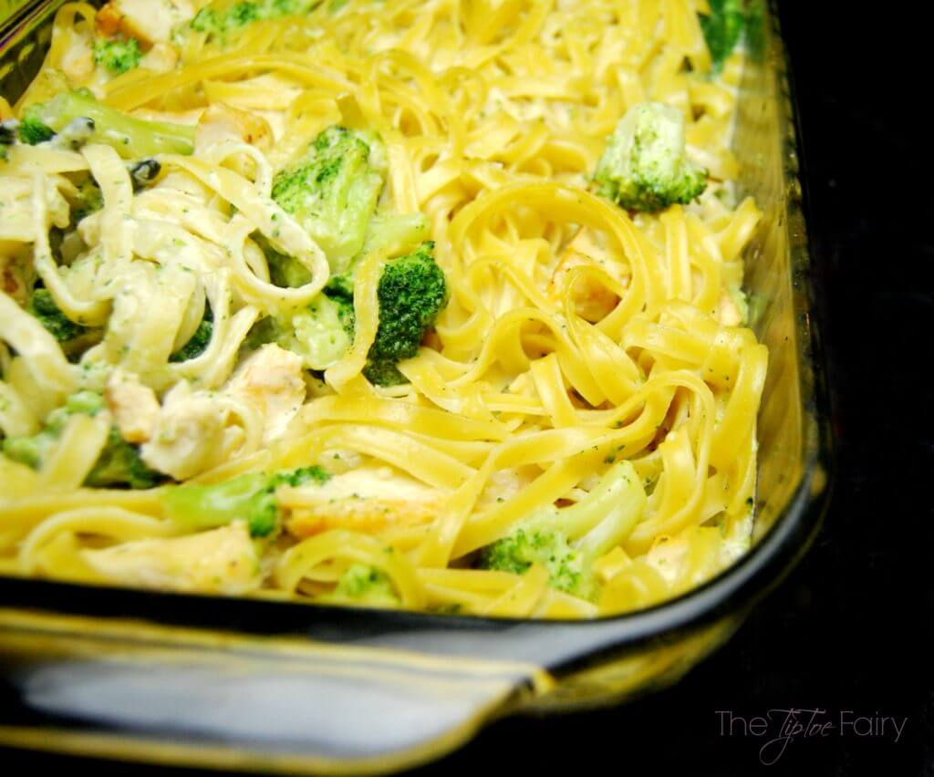 Have a Saucesome good time with Ragú®. Check out my delicious spin on their recipe with my Chicken Broccoli Alfredo Bake | The TipToe Fairy #Saucesome @Ragu