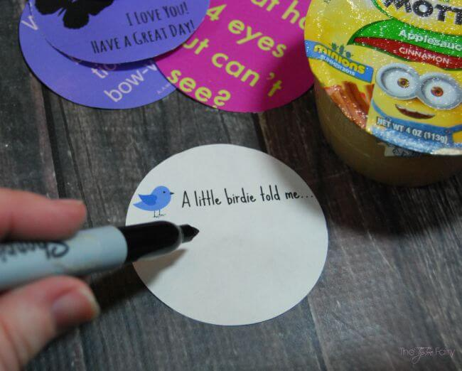 Fun Lunch Box Printables for Back to School - glue a little note to your kid's applesauce! [ad] #BTSwithMotts | The TipToe Fairy