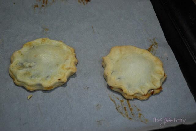 Fruit & Honey Cream Mini Pies - a quick and easy dessert or snack! #FruitAndHoney #ad   The TipToe Fairy