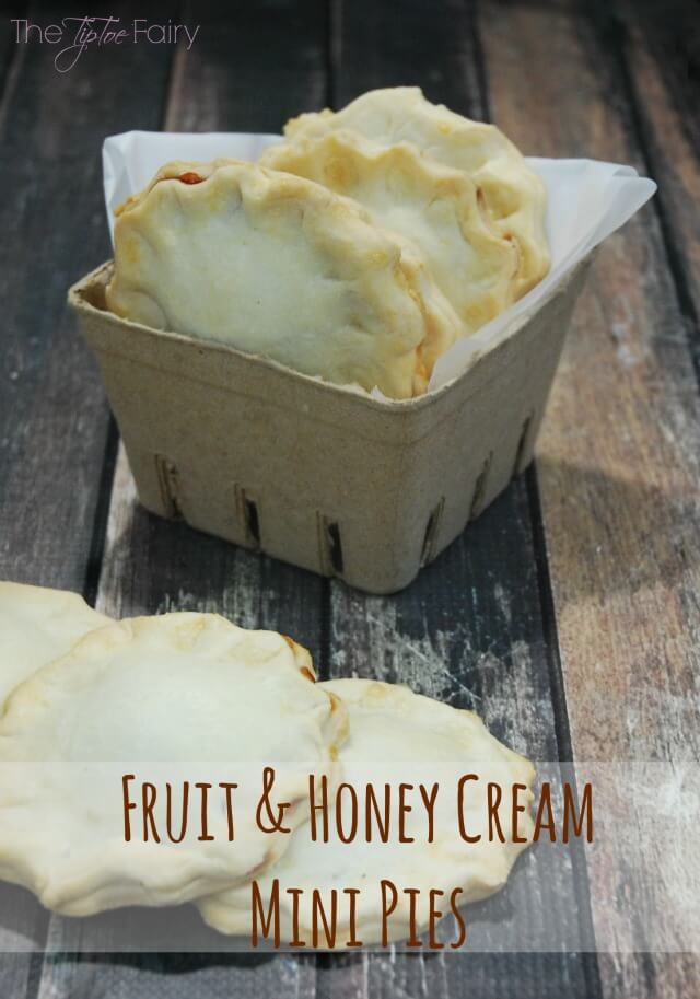 Fruit & Honey Cream Mini Pies - a quick and easy dessert or snack! #FruitAndHoney #ad | The TipToe Fairy