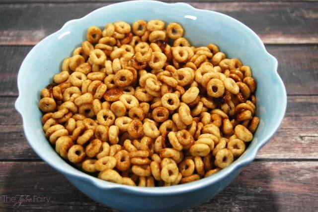 Hot Buttered Cheerios - perfect for a Netflix binge or movie watching -- with a secret ingredient! | The TipToe Fairy