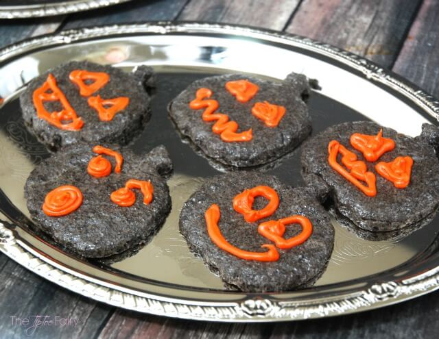 Halloween Drink Potions and Spooky Treats - make pumpkin OREO treats and drinking potion labels #ad #SpookyCreations | The TipToe Fairy