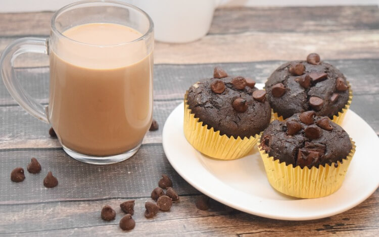 AD Chocolate Peanut Butter Stuffed Muffins w @indelight REESE'S Peanut Cup! #DelightfulMoments @Walmart