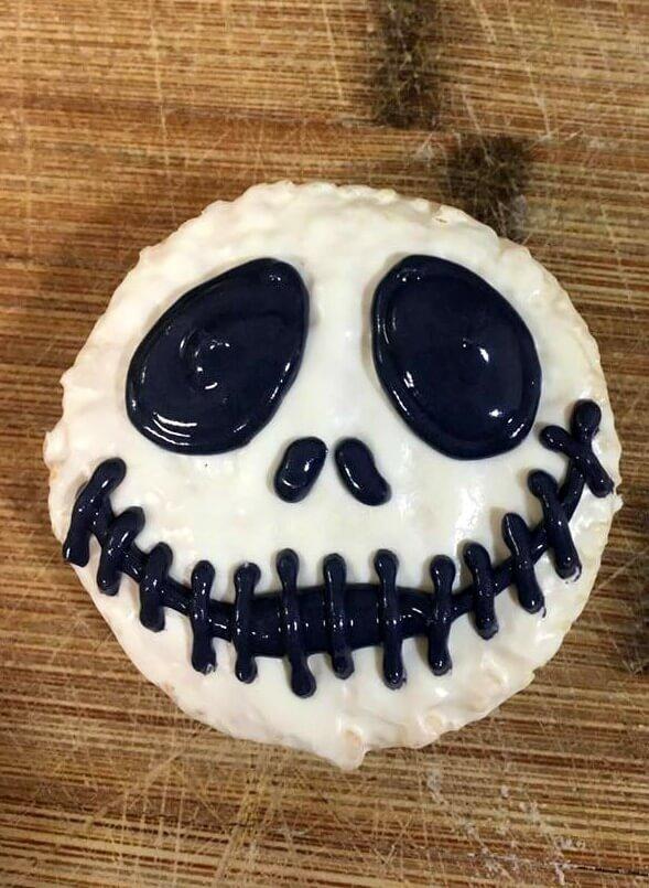 Make these Nightmare Before Christmas Jack Skellington Treats for #Halloween!