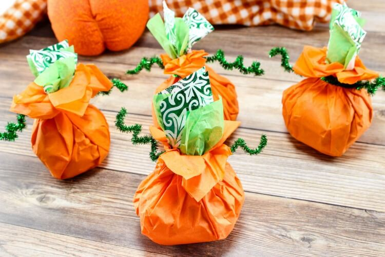 Last Minute Pumpkin Goodie Bags - perfect for the #Halloween class party!