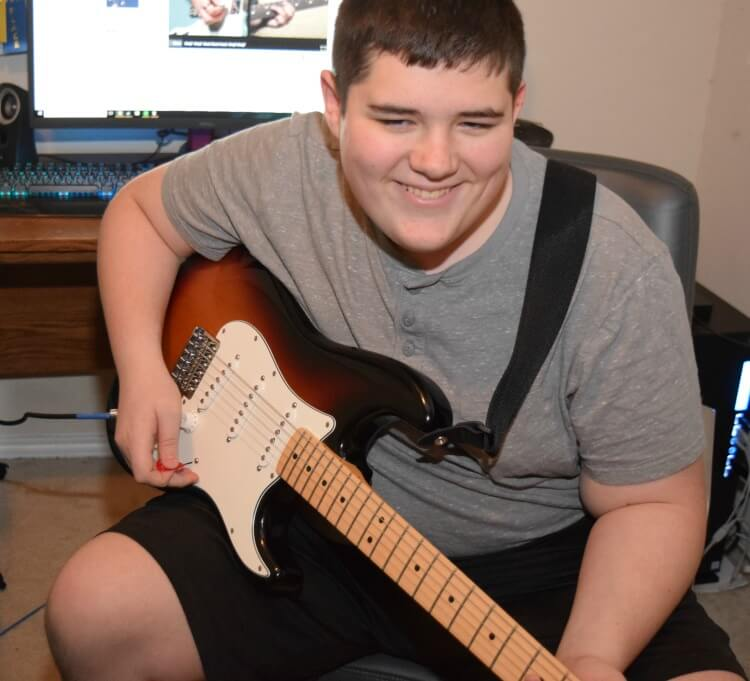My Teen Learned to Play Guitar at Home with #FenderPlay! #ad @Fender #CLVR