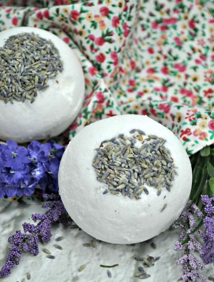 How to make Mom some relaxing Lavender Bath Bombs.
