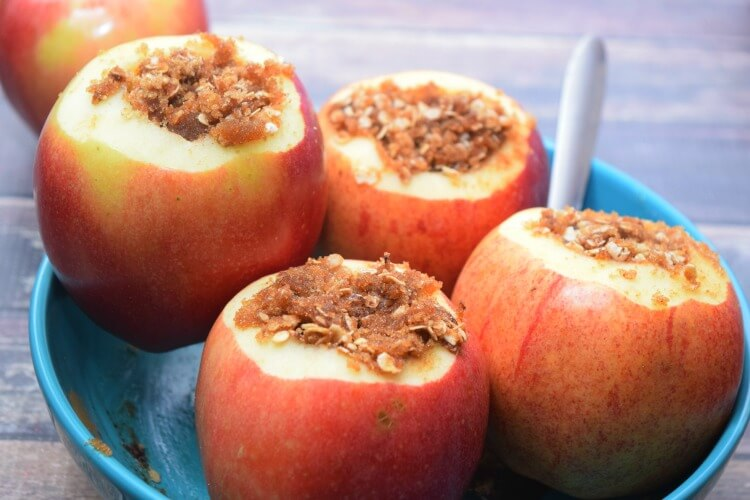Fill the Apples with the oatmeal mixture